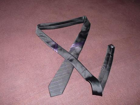 luxusní kravata s fialovými proužky ,