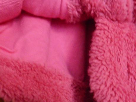 malinový chlupatý kabátek, 80