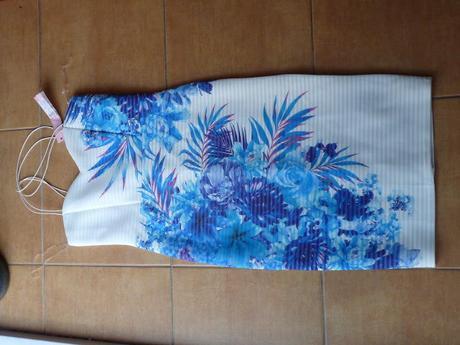 šaty Lipsy s květinovým motivem, 38