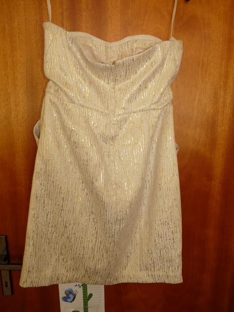 smetanové šaty se zlatavými ornamenty , 38