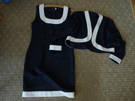 tmavě modrý komplet šaty a kabátek, 40