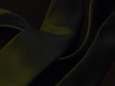 tmavě šedá pánská kravata ,