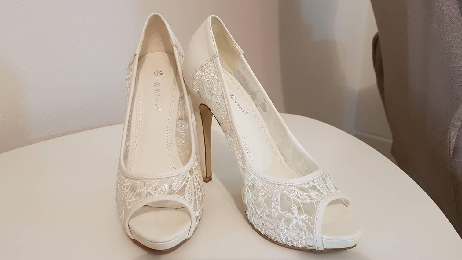25317bb98568 Svadobné čipkované topánky