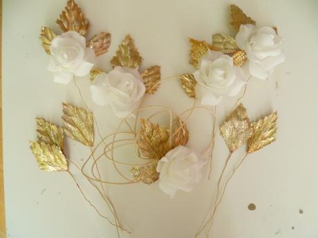 Květiny růže bílé se zlatými lístky na auto 10ks,