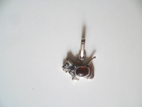Přívěsek pejsek s baltským jantarem stříbro Ag 925,