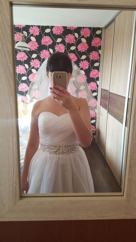 Nepoužite svadobné šaty, 38