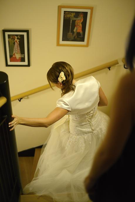 Překrásné svatební šaty s tylovou sukní, 36