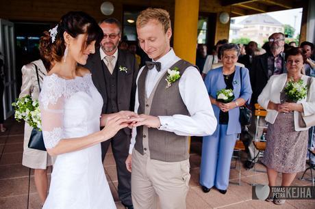 Celokrajkové svatební šaty - bílé, 36