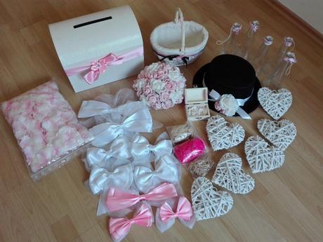 Set dekorací na růžovo-bílou svatbu,