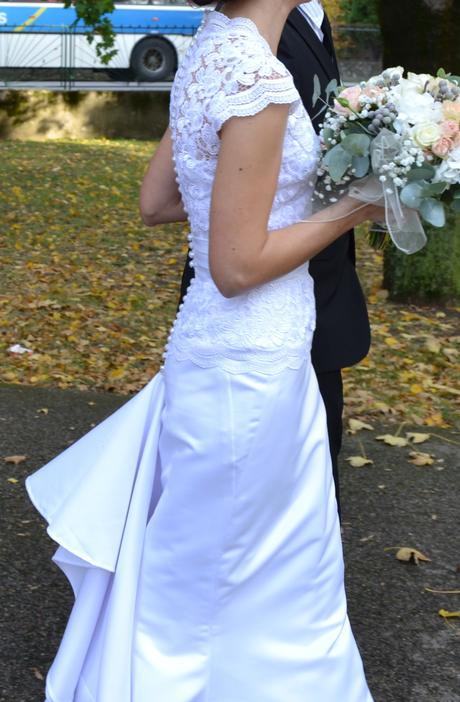 Svatební šaty s vlečkou, 34