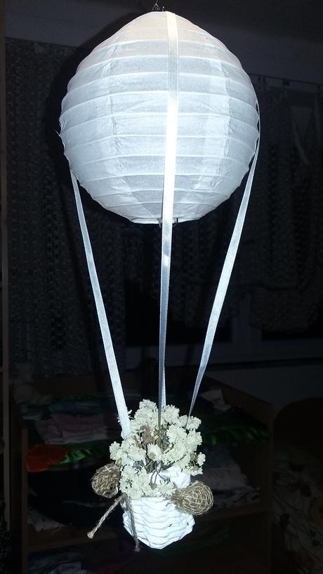 mini létající balóny se světýlkem a kytičkou,