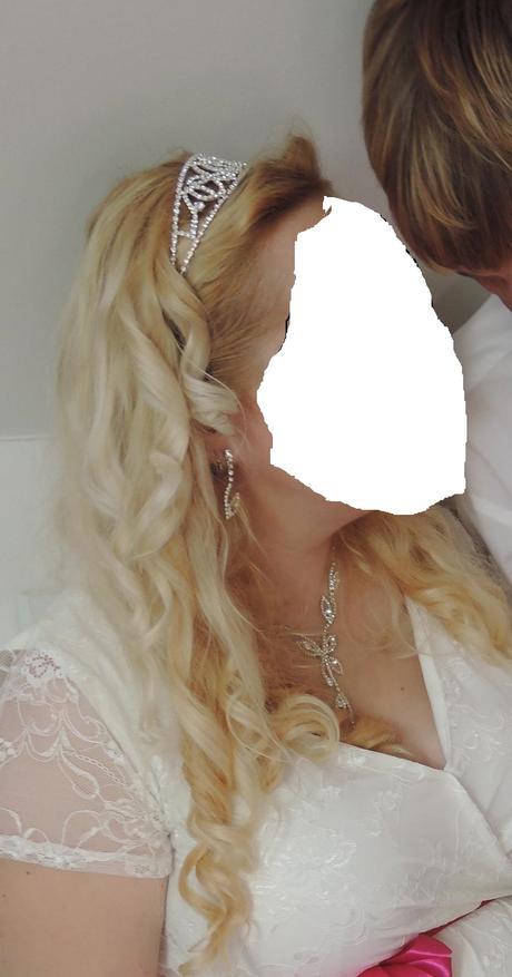Čelenka, náhrdelník, naušnice,