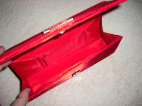 Červená kabelka, M