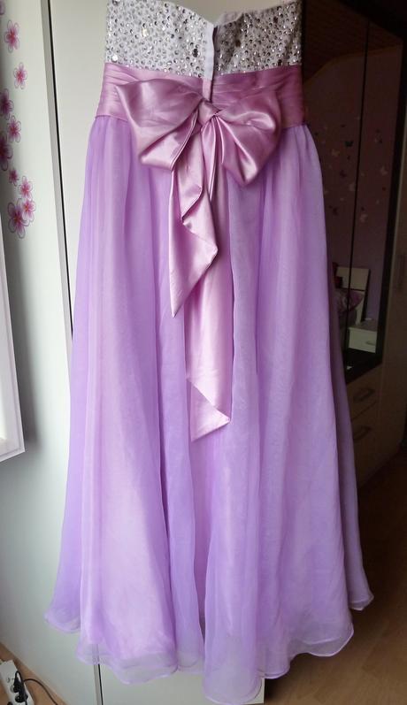 Fialové spoločenské šaty, 44