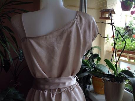 Béžovo zlatisté šaty s plieškami, 40