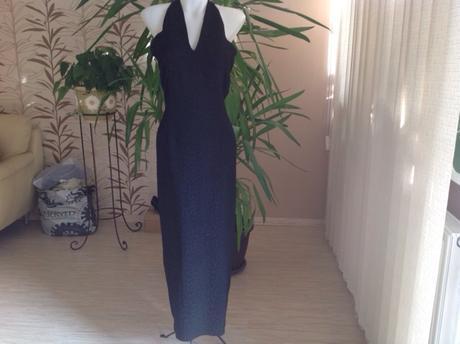 Čierne dlhé šaty s plastickým vzorom , 38