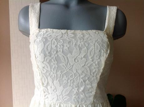 Čipkované šaty atmosphere, XS