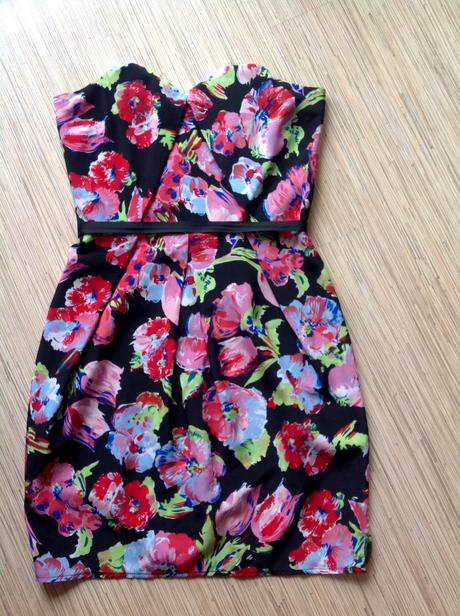 Nenosené šaty asos, XS