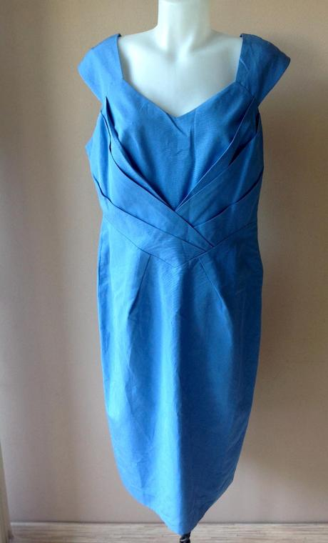 Šaty s visačkou, 44