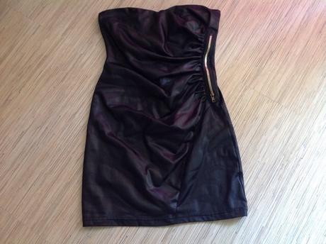 Šaty so zlatým zipsom, 38