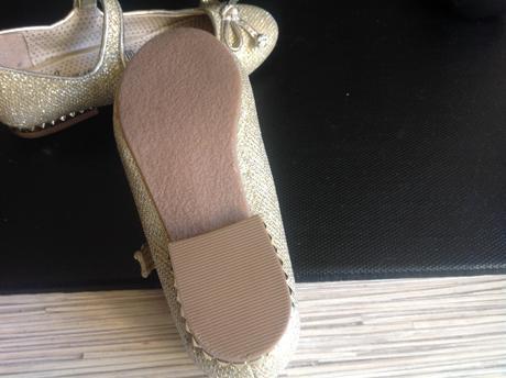 Trblietavé zlaté topanky george, 29