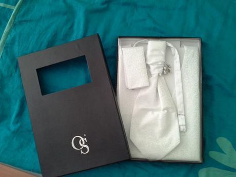 snehovobiela vesta, kravata, vreckovka, manzetove , 40
