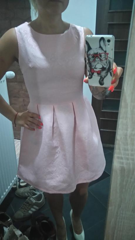 Ružove šaty , S