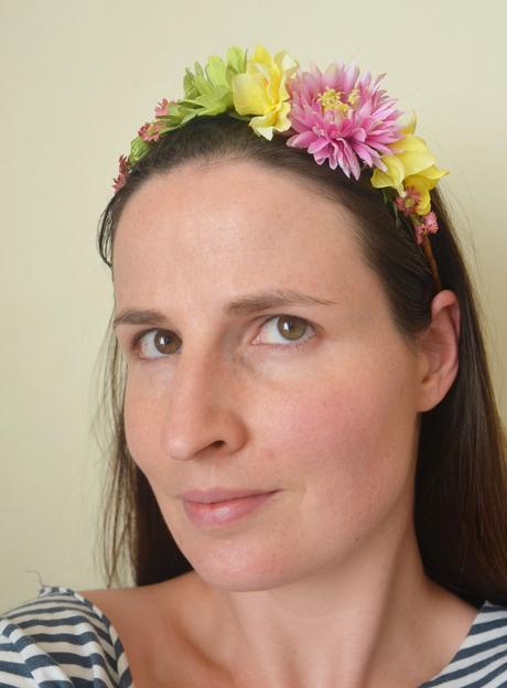 Barevná květinová čelenka,