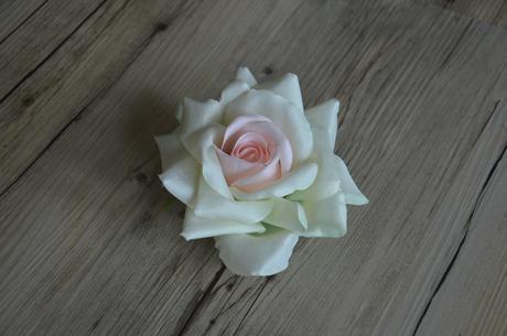 Bílorůžová růže,
