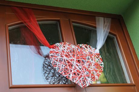 papírové srdce na dveře,