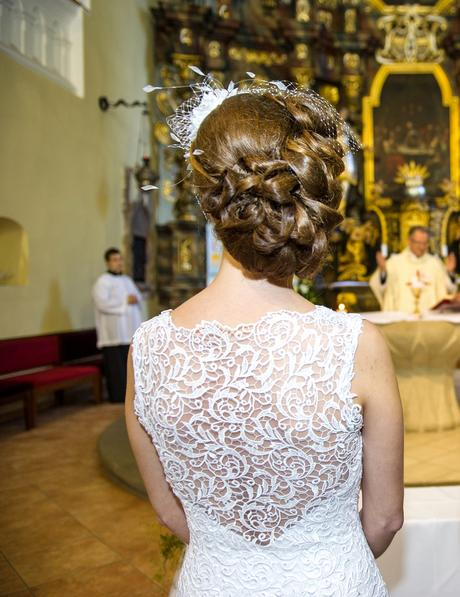Snehovobiele svadobné šaty, 36