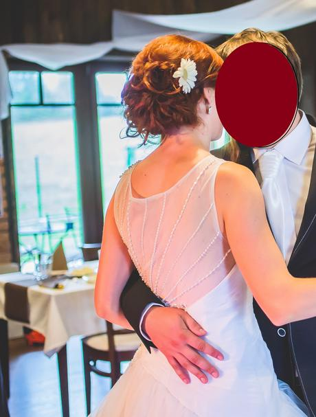 šaty se skládaným korzetem a perličkovou výšivkou , 36