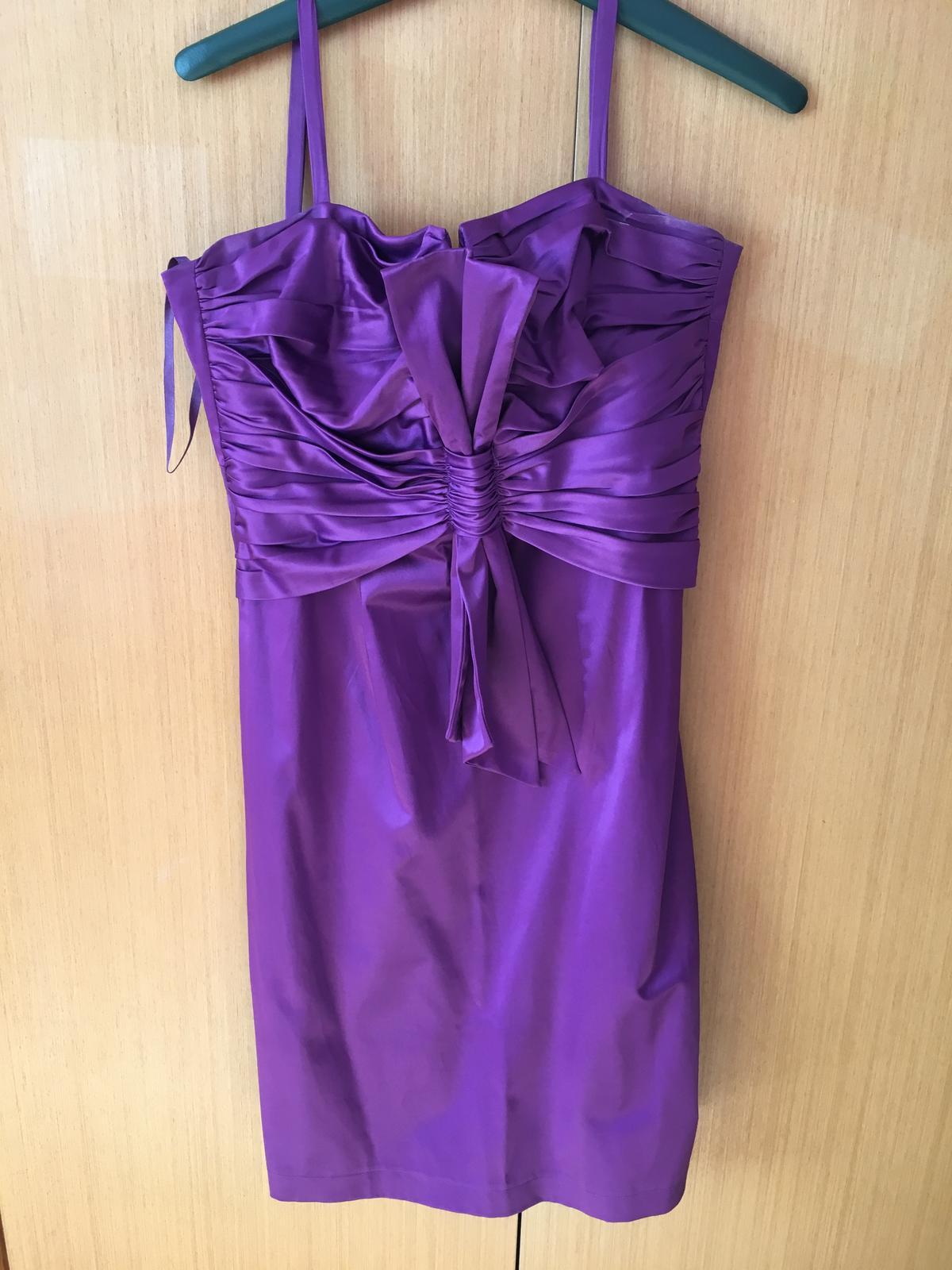 a58b05ebe120 Spoločenské fialove krátke šaty