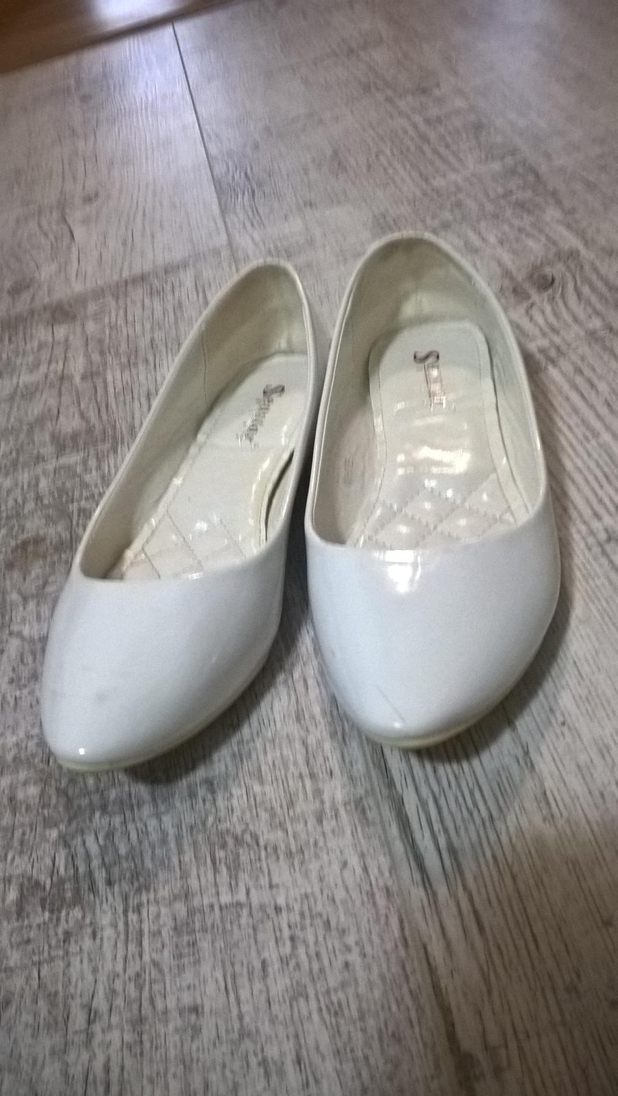 b74547adb0 Biele balerínky