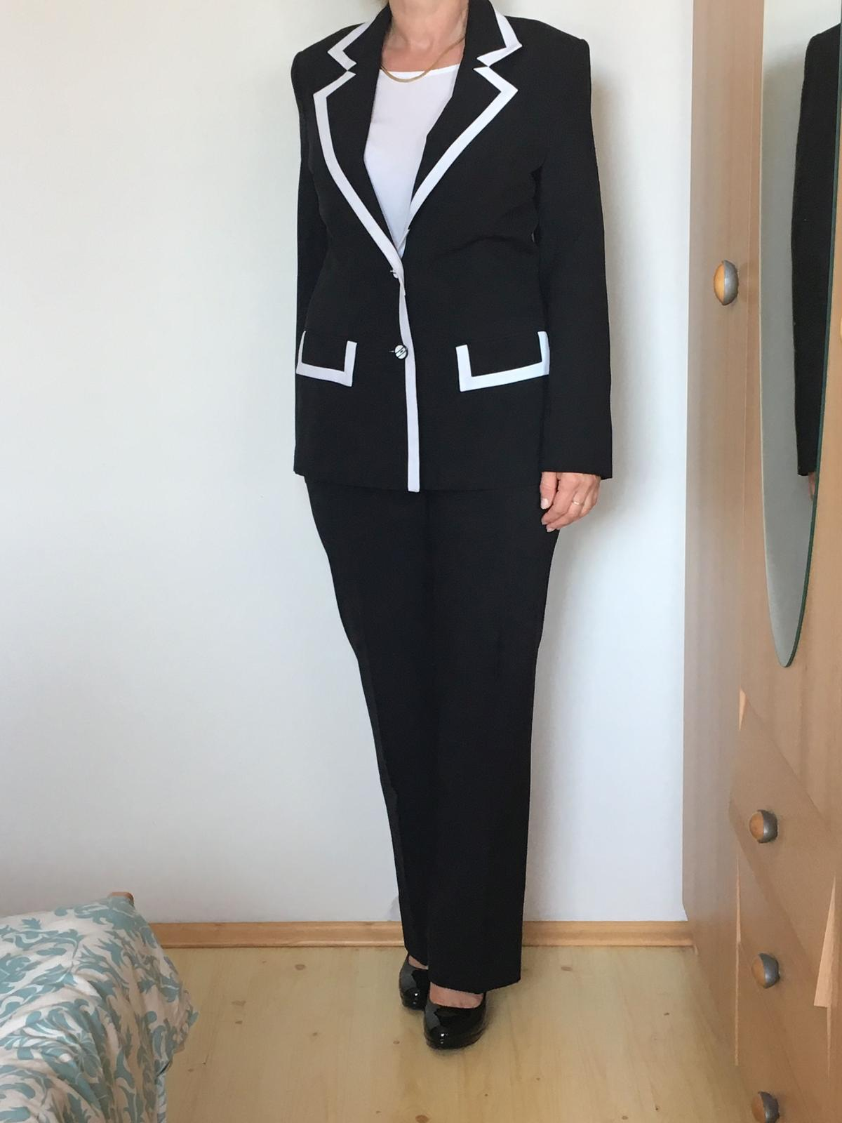9373011c3 Čierny nohavicový a biely sukňový kostým, 36 - 15 € | Svadobný bazár |  Mojasvadba.sk