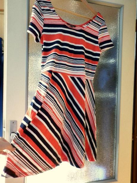 námořnické pruhované šaty, 42