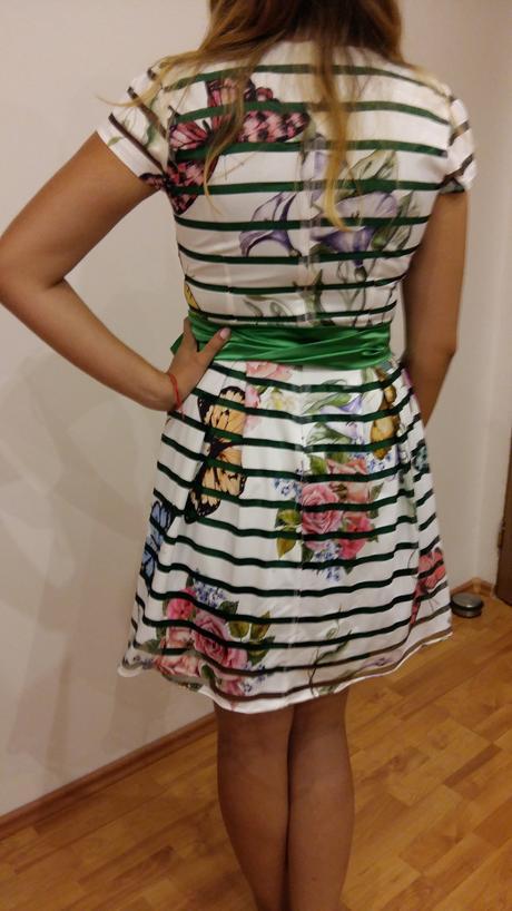 Roztomilé šaty, 38