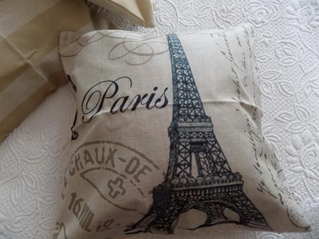 Oblečky Paris,