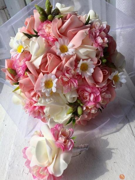 Svatební kytice a korsáž pro ženicha,