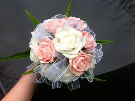 Svatební kytice-něžné poupátko-pěnové růže,