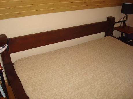 manželska postel z masivu,