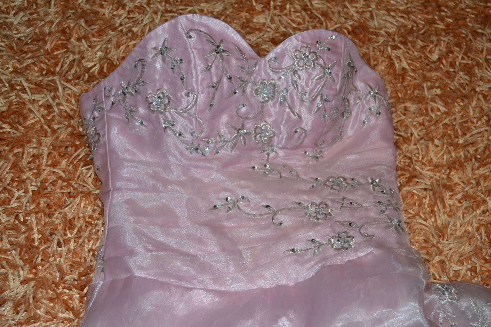 Princeznovské šaty e7a63e143b9