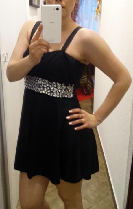 Čierne šaty s kamienkami, 38