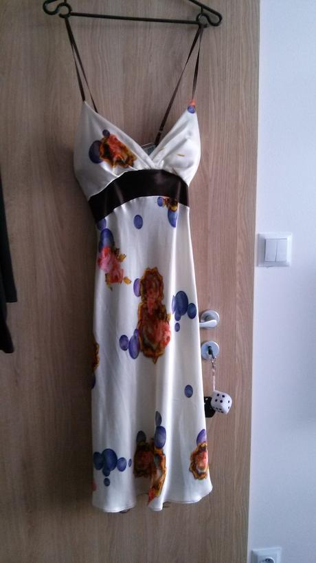 Farebné saténové šaty, 38