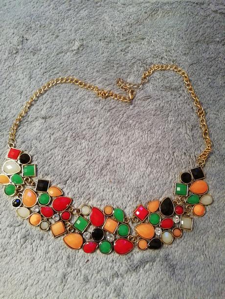 Farebný náhrdelník ,