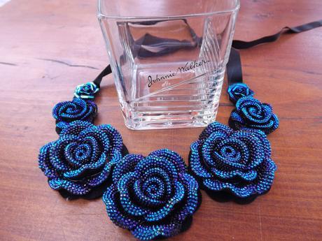 modrý náhrdelník,