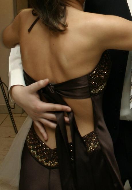 šaty s holym chrbtom, 36