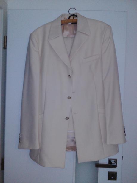 Pansky svadobny oblek, 42