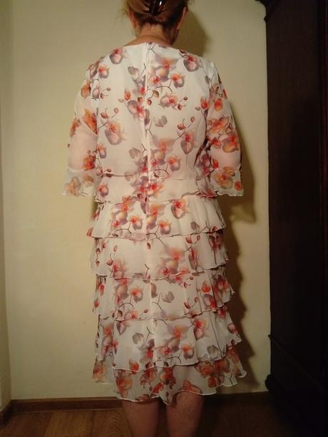 Kvietkované šaty , 40