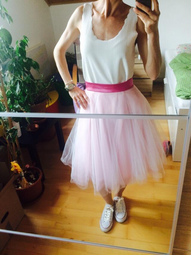 Bohatá tylová růžová sukně midi délka 36f6856887